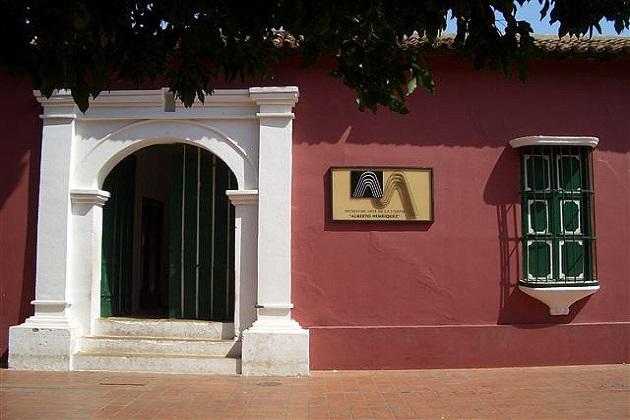 La Mikvah fue hallada en la  misma casa en la que hoy funciona el Museo Alberto Henríquez, pero que desde 1847 habría sido la casa de David Abraham Senior, un comerciante sefardí proveniente de Curazao, en la que se instaló la primera sinagoga en tierra firme en el continente americano.