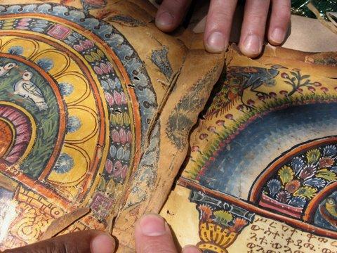 Los expertos creen que los Evangelios Garima (se trata de dos tomos, posiblemente incluso hechos en siglos diferentes), son también el primer ejemplo de un libro (y no de un pergamino, o un rollo) todavía encuadernado, sin páginas sueltas.