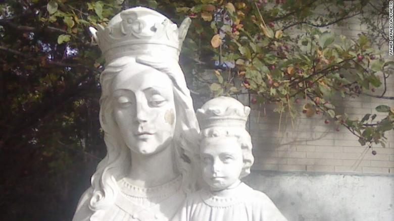 Lo que ni el párroco ni la artista sospecharon es que los ladrones, a la vista de lo ocurrido, terminarían por devolver la cabeza robada del Niño.