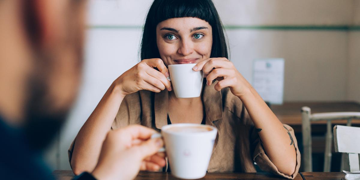 WOMAN MAN COFFEE DATE