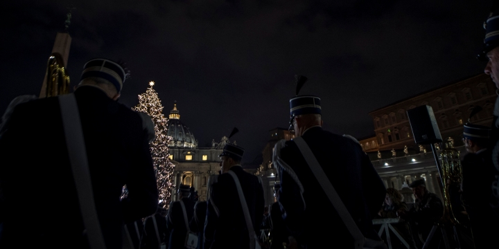 VATICAN; CHRISTMAS; TREE;