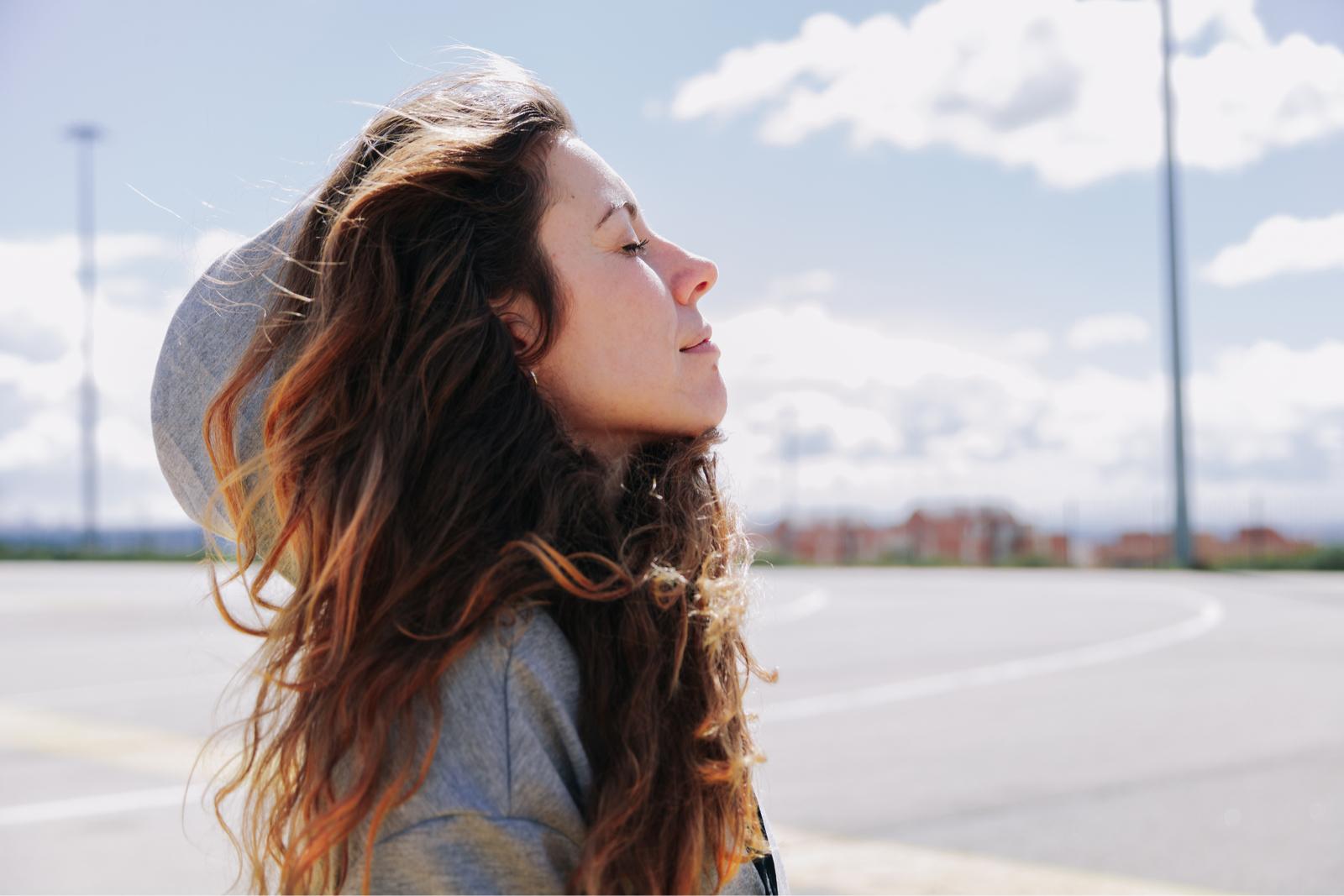 WOMAN RUN HAIR